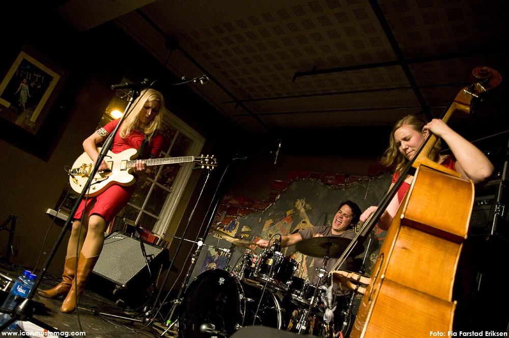 Hedvig mollestad trio all of them witches the book